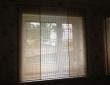 Комбинированные римские шторы из льяной ткани в гостиной_2