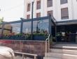 """07. Кафе """"КРАФТ"""", г.Пенза, ул.Володарского, пергола с раздвижной крышей и раздвижными стенами, вид со стоянки"""