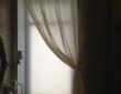 55. Сочетание классической шторы с плиссе в ванной комнате